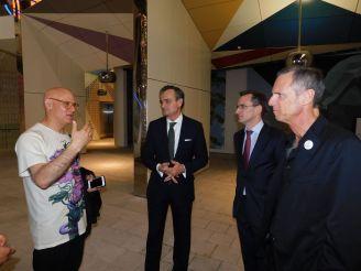"""Visiter de l'ambassadeur de France Gérard Araud, dans le Design District de Miami pour l'expositin sur le Design Français : """"No Taste For Bad Taste"""""""