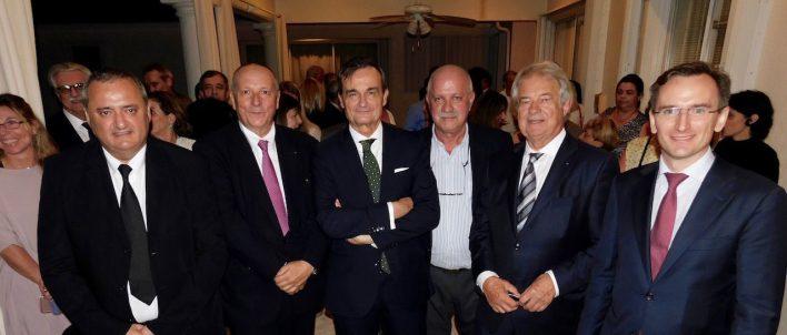 Les conseillers consulaires Franck Bondrille et Xavier Capdevielle, l'ambassadeur de France Gérard Araud, Roger Pardo (président de Fipa) le conseiller consulaire Jacques Brion, et le consul général de France à Miami, Clément Leclerc
