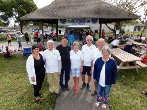 Une petite partie de l'équipe de bénévoles du Club Richerlieu du sud Floride : Louise Robitaille, Sylvain Fretigny, Yvon Lefebvre, Jacqueline et Jean-Pierre Ménard, André et Rosa Jutras