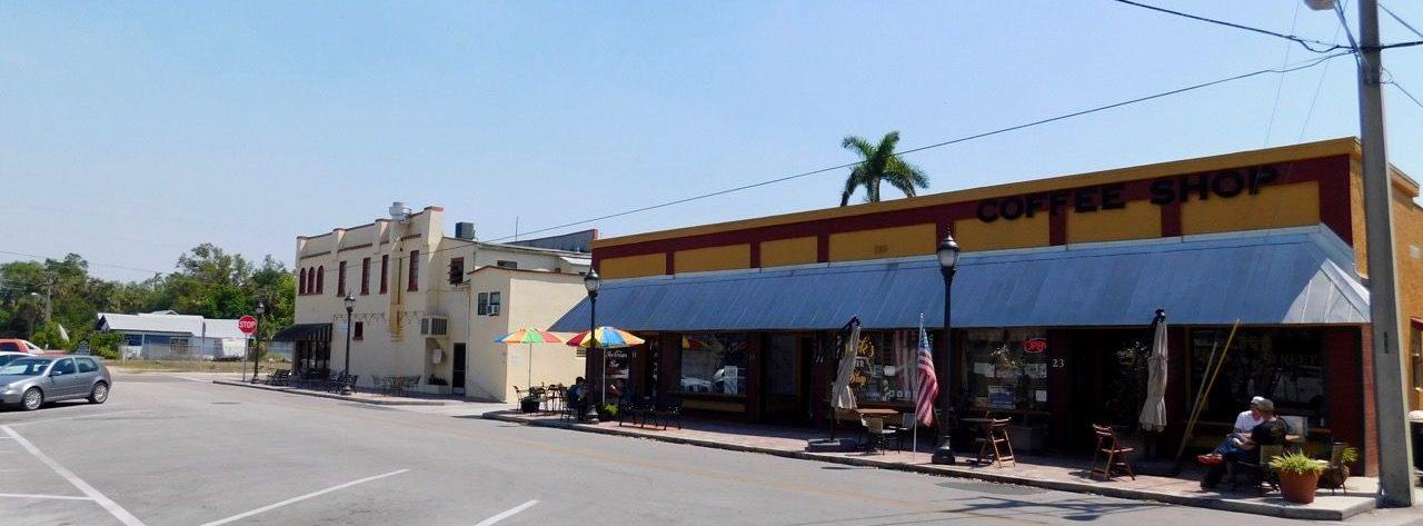 Commerces dans le centre ville de La Belle, en Floride
