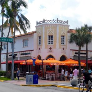 Lincoln Road : la grande artère piétonne de Miami Beach avec tous ses cafés et restaurants.