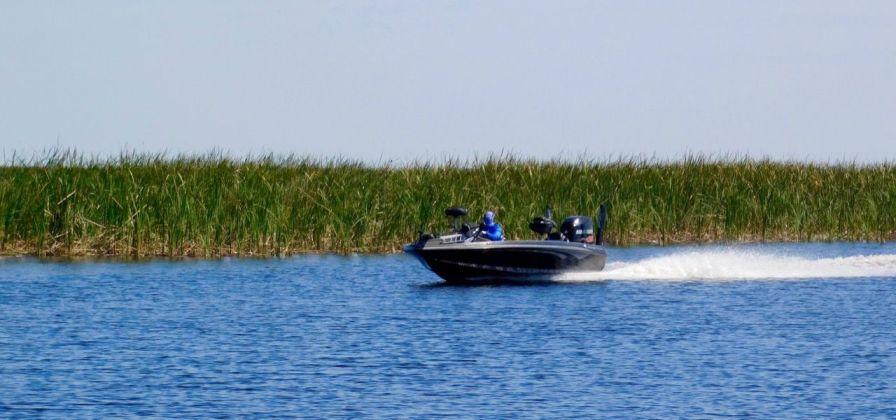 Bateau sur le Lake Okeechobee à Moore Haven en Floride