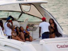 Fête sur les bateaux dans la Baie de Biscayne, entre Miami et Miami Beach