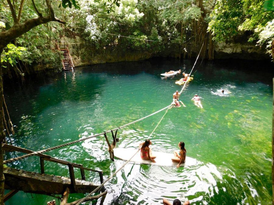 La Cenote Verde Lucero, à Puerto Morelos (près de Cancun au Mexique)