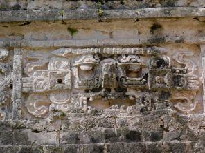 Sculptures à Chichen Itza