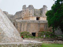 Uxmal-Pyramide-Maya-Yucatan-Mexique-8806