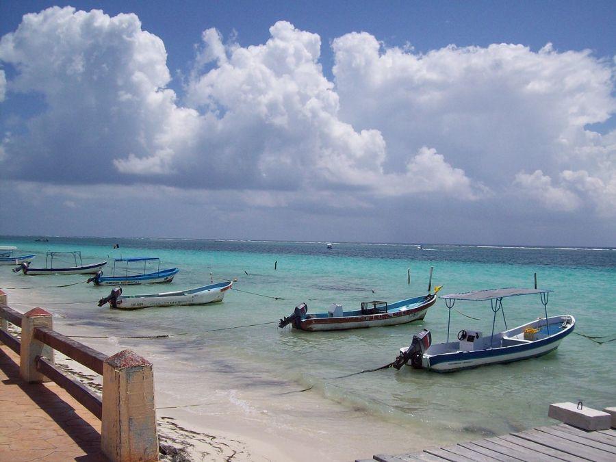 Les lanchas à Porto Morelos (péninsule du Yucatan, Mexique)