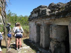 Ruines d'un temple maya dans la réserve de la biosphère Sian Ka'an