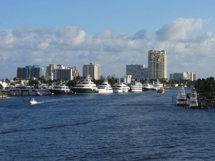 La rivière Intracoastal dans le quartier central de Las Olas à Fort Lauderdale