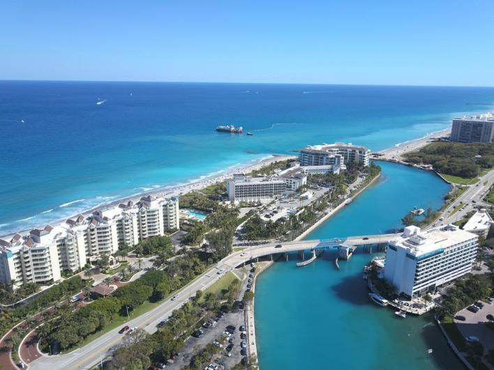 Waterstone : Hôtel, restaurant bar, ici sur la droite, à Boca Raton en Floride