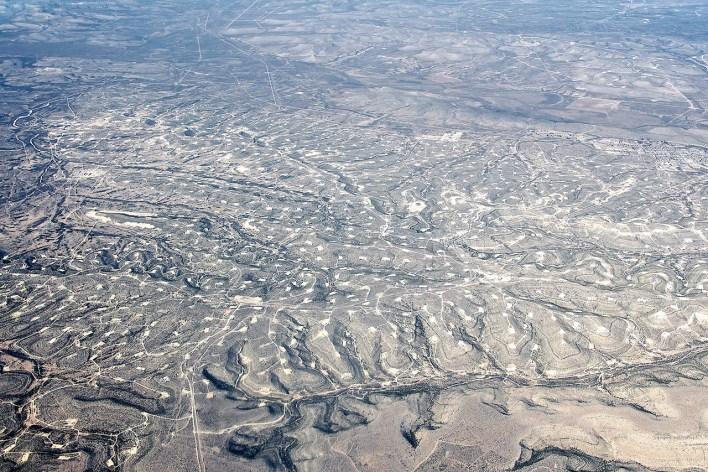 Vue aérienne des puits de pétrole au Texas