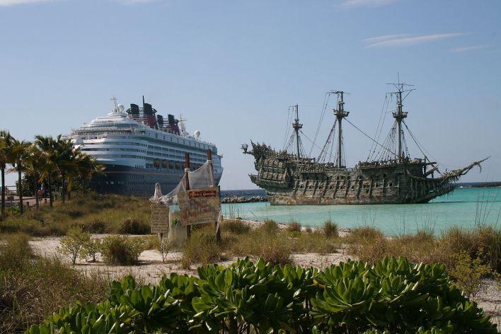 Photo : Le Hollandais Volant du film Pirate des Caraïbes ) Castaway Cay.