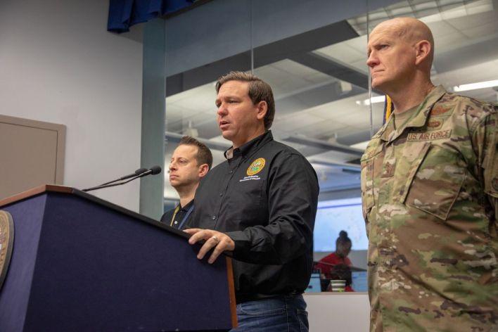 Le gouverneur Ron DeSantis en conférence de presse sur l'ouragan Dorian