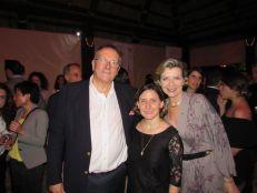Xavier Capdevielle (conseiller consulaire), et Marie-Ange Joarlette, entourant Sandra Pouliquen (consule adjointe au consulat de France à Miami).