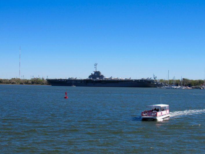 L'USS Yorktown CV-10 à Mount-Pleasant