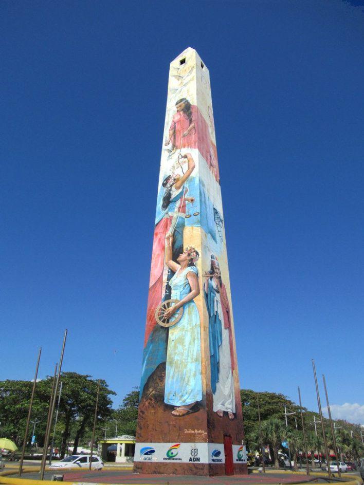 Obélisque érigé par le dictateur Rafael Trujillo sur le Malecon en 1936.