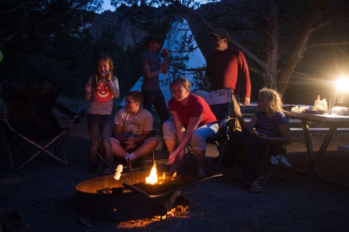 Camping (et smores) dans un tipee à Fremont State Park (Utah).