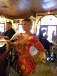 """Pas de perruque poudrée cette année pour la """"Marie-Antoinette"""" du Casimir Restaurant de Boca Raton durant la fête du 14 juillet."""