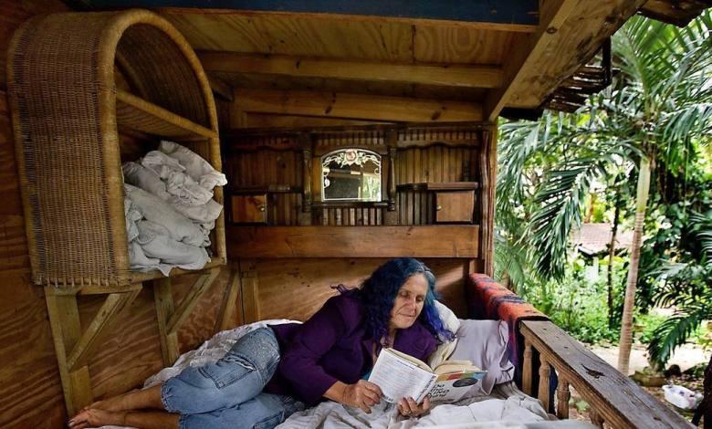 Shawnee Chasser dans sa cabane dans un arbre de Miami