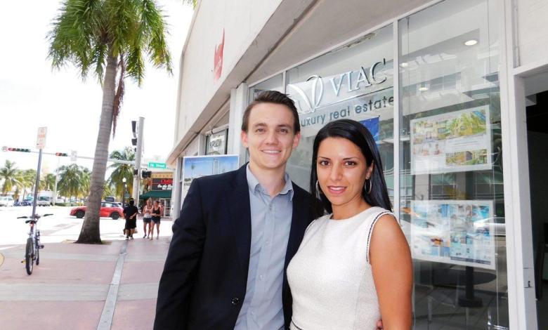 Quentin Viac et Johanna Robillard, de Viac Luxury Realty, à Miami.
