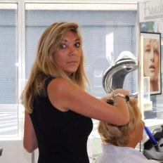 Manuela, coiffeuse au French Hair Studio de Miami-Brickell.