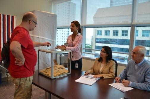 Elections présidentielles françaises en Floride : le vote au consulat de France à Miami.