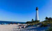 """""""El Farito"""" : le phare sur la plage de Cape Florida State Park, sur l'île de Key Biscayne (Miami en Floride)"""