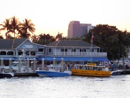Marina et water taxis jaunes de Fort Lauderdale (Floride)