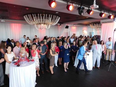 Vue partielle de l'assemblée à Miami pour le 150ème anniversaire du Canada