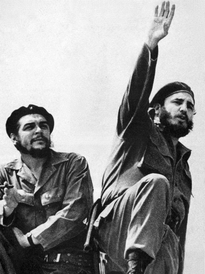 Les leaders cubains Che Guevara et Fidele Castro en 1961
