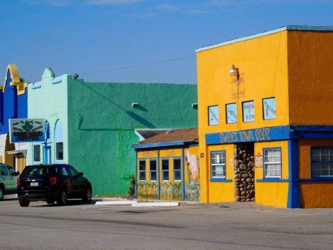 Commerces colorés dans le centre de Clewiston, en Floride