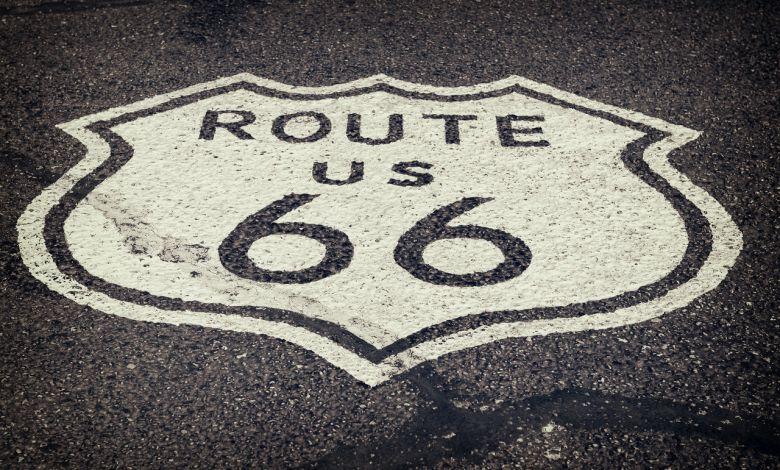 Le logo peint sur la Route 66
