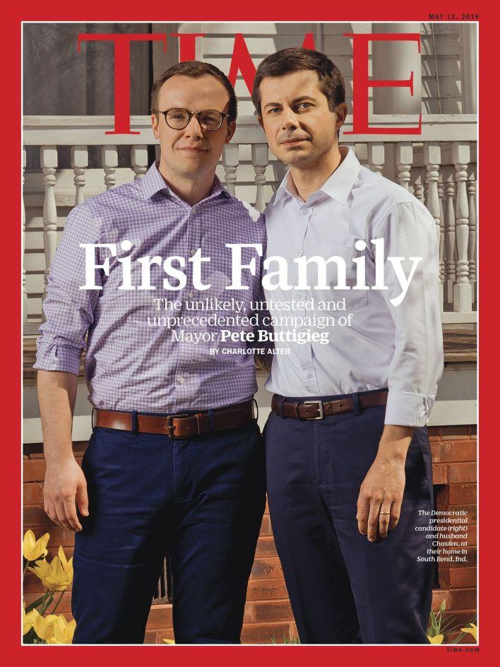 Pete Buttigieg (à droite) et son mari Chasten, en couverture de Time Magazine daté du 13 mai 2019