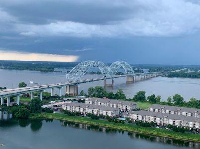 Vue sur le Mississippi depuis la pyramide de Memphis