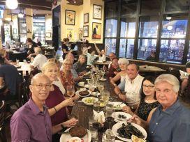 Moment de détente au restaurant pour les membres (Crédit photo : Alliance francophone de Palm Beaches)