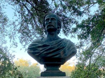 Statue dans le Washington Square de Charleston