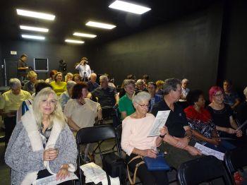 La salle - Représentation du 10 novembre (Crédit photo : Diane Ledoux - Le Courrier de Floride)