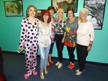 De gauche à droite : Lorelei Zarifian et les cinq filles de l'expédition FLL-Melbourne