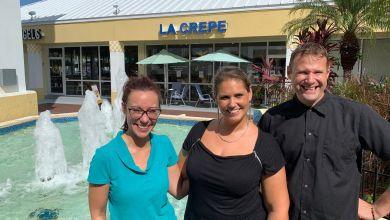 La Crêpe : restaA droite : Elodie et Patrick Fischer. A gauche : Jennifer, manageuse, à La Crêpe (restaurant crêperie à Fort Lauderdale)urant crêperie à Fort Lauderdale