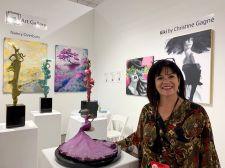 La peintre Christine Gagné foire d'art contemporain Red Dot dans le quartier de Wynwood à Miami.