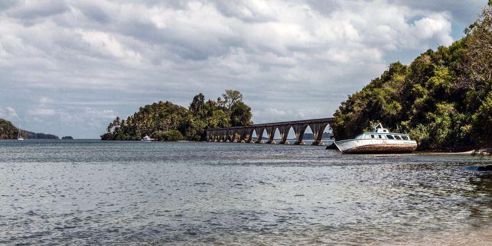 """Les fameux """"ponts vers nulle part"""" à Santa Bárbara de Samaná, en République Dominicaine"""