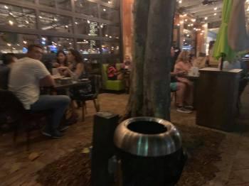 Les restaurants étaient pleins à Fort Lauderdale vendredi soir.