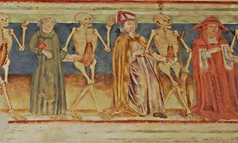 Les danses macabres rappelaient au Moyen Age qu'on est peu de choses... Elles alternaient les différents genres de citoyens (aussi bien le pauvre que le roi) et leurs squelettes.