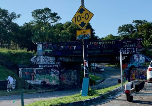 """Le """"graffiti bridge"""" à Pensacola en Floride"""