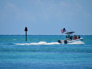 Bateau au large d'Indian Key, dans les Keys de Floride