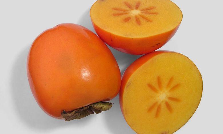 La plaquemine : un délicieux fruit automnal américain (ici appelé persimmon)