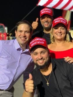 """Marco Rubio, sénateur républicain de Miami, avec le groupe """"Los 3 de Havana"""""""