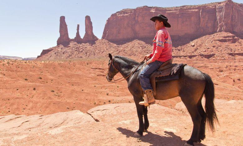 Tout savoir sur les Navajos, leur réserve, leurs arts et leurs sites prestigieux