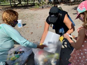 Les Canadiens ont nettoyé la plage de Hollywood en Floride