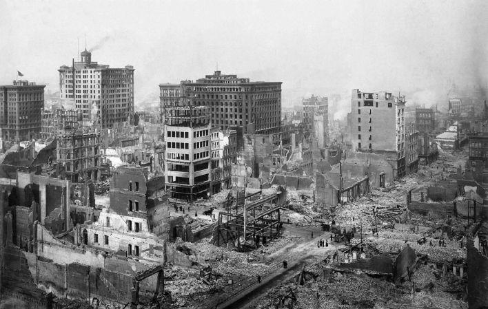 Ruines à proximité de Post et Grant Avenue à San Francisco en 1906.